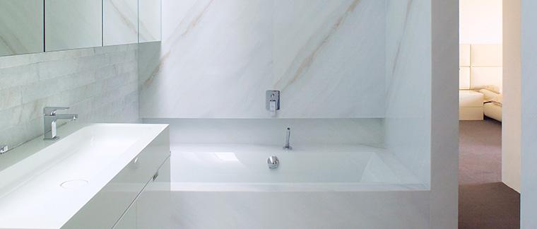 Marmo bagno idee creative di interni e mobili - Bagno marmo bianco ...